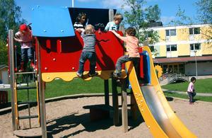 Samtliga kommunala lekplatser samt lekplatser i anslutning till förskolor och skolor föreslås ligga under Bergslagens kommunalteknik, för att underlätta ansvarsfrågan.