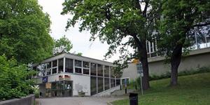 Kristiansborgsbadet ska inte säljas, tycker Vänsterpartiet. De vill lägga 50 miljoner kronor på upprustning.