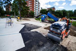 Under onsdagen pågick asfalteringsarbetet för fullt, om några dagar förväntas det vara klart.
