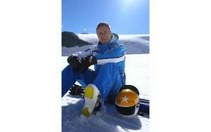 Hans Olsson trivs med livet just nu. För första gången sedan den 15 mars 2012 kunde alpinstjärnan genomföra ett skidtest utan någon smärta. Foto: Douglas Hedin