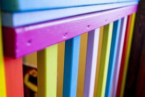 Jorges egenhändigt snickrade trappräcke fyller övervåningen med färgprakt.