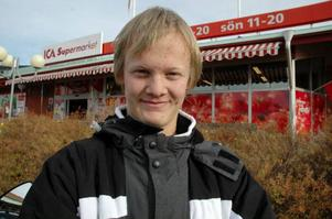 Hedinn Smarason, 17 år, Vigge:– Ja. Jag tycker om att jobba och skulle dessutom tycka att det var rätt tråkigt att bara sitta hemma.