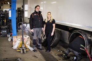 Kenny och Lena Ahlgren utökar verksamheten med en däckverkstad.