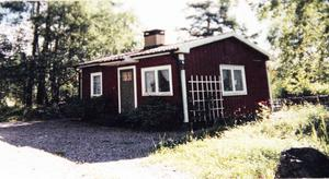 Så här stugan ut när familjen Wilhelmsson köpte den 1993. Mycket har hänt sedan dess.
