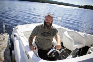 Andreas Eriksson gillar att vara ute på sjön och är en av de över 50 deltagarna i årets Poker run i Barken.