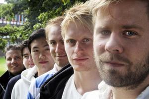 Peter Blomquist (tränare), Daniel Ekengren (lagledare), Jimmy Jin, Viktor Brodd, Hampus Nordberg och Jon Persson ser alla fram emot premiären i Pingisligan.