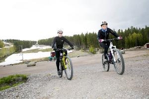 Johan Brandt och Maria Hudson, DT:s testpiloter tränar vidare på vägen mot Scandinavian outdoor games i Falun den 30 maj–1 juni. Mountainbike var den tredje utmaningen