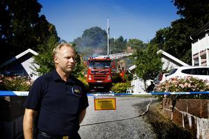 Tillbaka.  – Nu vill jag åka hem och krama mina barn. Man blir väldigt ödmjuk av en sådan här händelse, säger yttre befälet Fredrik Lager som återvände till brandplatsen på onsdagen.