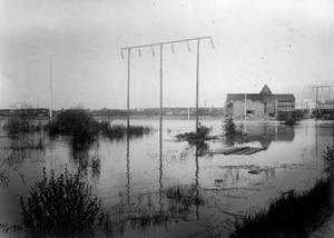 Vårfloden 1916. Mer vet vi inte om denna bild. Vet du mer, berätta gärna i en kommentar!