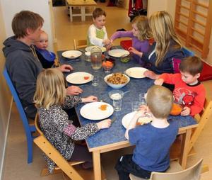 På torsdagen var det bara sex barn på Syttpigans förskola i Alsen. Men det finns 13–17 platser. Foto: Matsåke Persson