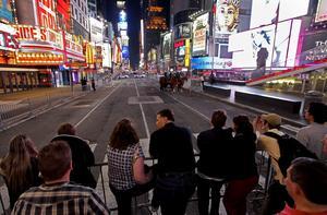 Örebrofamiljen bor alldesl utanför det avspärrade området vid Times Square i New York.