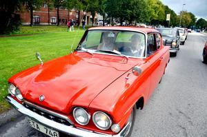Klart för avfärd. Gudrun Persson och Gunbritt Thunman är körklara i Gudruns Ford Consul.