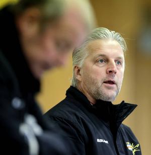 Peter Smedberg, någorlunda nöjd Kovlandstränare trots förlusten.
