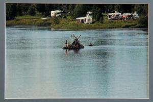 Värmland skildras med flotten, en vanlig syn på Klarälven. Bilden är tagen av Ingela.