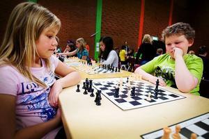 Evelina Hammar från Funäsdalen och Johan Lindgren Arnesen från Strömsund var båda nöjda med att de spelade oavgjort mot varandra. Evelinas klass gick till Sverigefinalen, Johans klass gjorde det inte.