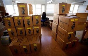 Trafikpolisens packade lådor står och väntar på att flyttas. Först på plats i huset blir polisen. SOS Alarm flyttar in i september, sedan åklagarna och i januari flyttar räddningstjänsten och ambulansverksamheten in.