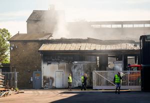 Så här såg det ut på måndagsmorgonen efter industribranden i Västerås.