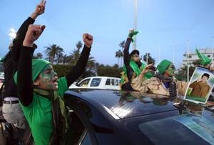 Tusentals människor protesterar mot regimen i huvudstaden Tripoli.