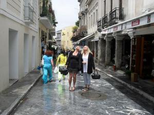 En regnig dag i Aten då solen tittade fram en kort stund. 20120519