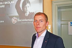 Martin Vadelius (S), utbildningsnämndens ordförande, presenterade mångmiljonförslag för skolan.