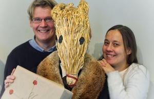 För Heiko, med rötter i Tyskland, är julbocken en ny bekantskap,för Merit är den en självklar del av julhistorien.