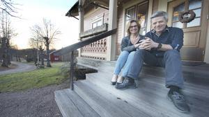 """Irene och Peter Westerlund på företaget Westerlunds violinverkstad, har skänkt pengar till Elsas i hopp om att kunna hjälpa till att återfå """"Norbergs dragplåster"""". De utmanar nu andra företag att göra detsamma."""