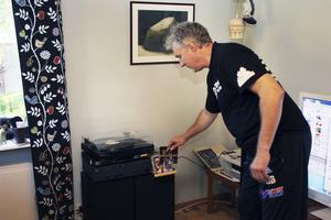 Vinyl. Gösta Berglund tycker att musiken låter bättre på vinylskiva.
