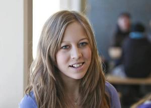 Rebecka Pettersson, 14 år, Gävle– Ja, jag tror att det skulle vara bra. Det kan vara mycket stök  ibland och nu när det är snö är det mycket snömulning utomhus. Då vore det bra om någon märkte det.