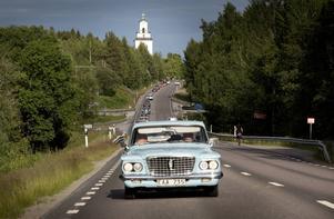 I en lång karavan åker veteranbilarna varje måndag under sommaren till en utvald plats någonstans i Hälsingland.