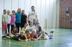 Intresset för lägret var stort. De 30 deltagarna har delats upp i två grupper. Den yngre gruppen spelade fotboll och lekte lekar under förmiddagen.
