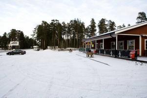 HOTELLPLANER. Ett hotell med ett 20-tal rum planeras nu i Trebo. Det är ägarna till den här restaurangen vid Årsundavägen som funderar på att bygga ut.