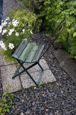Den hopfällbara stolen har P-G:s morfar gjort. Han jobbade på sågen i Forsa i början av förra seklet.