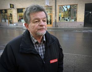 Ronald Henriksson på Stadsmissionen  hoppas att det finns positiva orsaker till att färre EU-migranter kommer till Västerås, men han har också fått höra att givmildheten bland västeråsarna kan ha minskat.