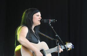 AnnaSara Dahrén Formgren i en finstämd melodi.