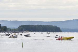 Vid 11-tiden gick starten för Poker Runn under kraftledningarna vid Slussen.