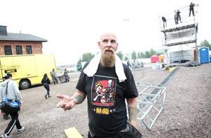 Patrik Janssongillar inte att det jämt och ständigt ska regna när scenen plockas ned.