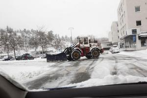 Alla enheter i kommunen har kallats ut för att röja snö.