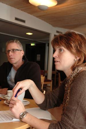 """DIALOGKAFÉ. """"Det har varit i snitt 10-12 personer per gång"""" säger Anna Grimberg (C)."""