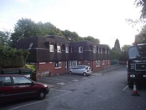 I det här huset både bodde och jobbade Jennifer och Elina.