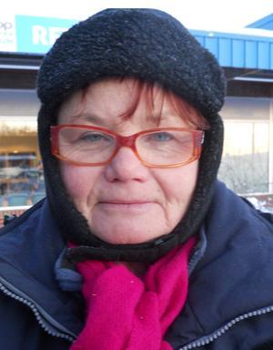 Namn: Kristina Porsnemo, norra Örebro– Jag bryr mig inte om att de blir omval. Det är lika illa vem som än sitter där. – Jag tycker att det är fel regering som sitter men vet inte i kommunvalet.Kommer du att gå och rösta i omvalet?– Jag är inte säker, men det gör jag nog.