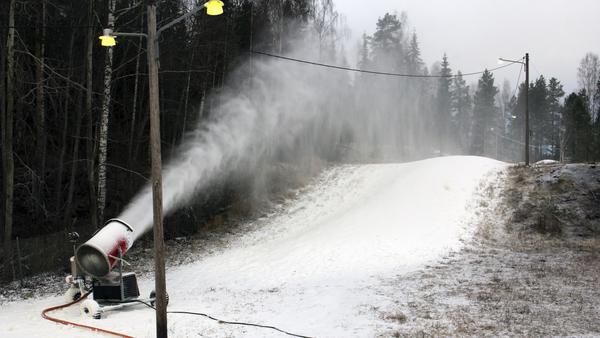 Nu tillverkas snö i Norberg.