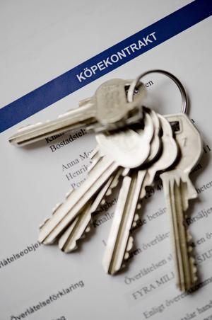 Vid bostadsköp är det bara skriftliga köpeavtal som gäller. Skriv äktenskapsförord om du äger en bostad som maken/makan inte ska få hälften av vid en skilsmässa. Gifta par delar annars lika.   Henrik Montgomery/TT