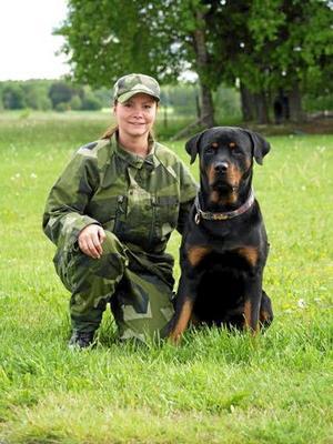 """Vinnande par. Jessica Lundevall med sin """"råttis"""" Maximus vann i söndags Rasmästerskapen för tjänstehundar."""