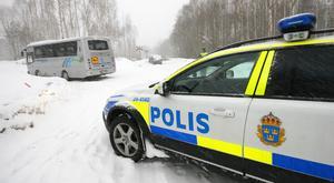 En skolbuss och en personbil krockade på Linnévägen i Norberg på fredagsmorgonen.