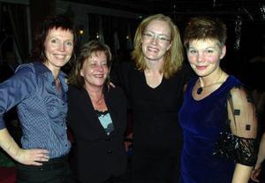 Marita Häggblom, Anki Jönsson, Stina Eklid och Lotta Blomqvist, glad damkvartett mitt bland guldhitsen. Foto: Ingvar Ericsson