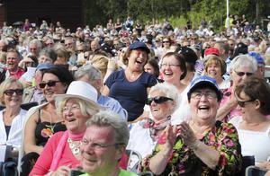 Publiken i Svärdsjö stortrivs. ( Bilden från sommaren 2015. )