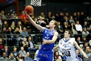 Christopher Ryan i Luleå sliter sig loss och gör två poäng utan att Jämtlands Niklas Larsson hinner med. Luleå var snäppet bättre, vilket också segern med 26 poäng visade.