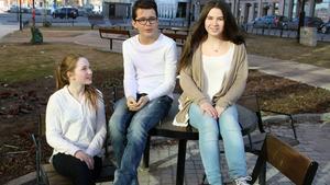 Kulturskolans berättargrupp deltog i Världsberättardagen på Kulturmagasinet i Sundsvall. Ronja Rydberg, Oliver Ericsson och Felicia Ulin gillar att stå på scenen.