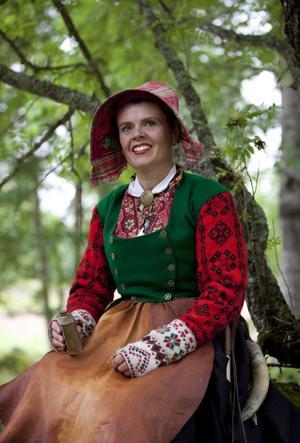 Dräkterna är ett historiskt arv och en levande källa till samhörighet, anser Anna-Karin Jobs Arnberg. Foto:LailaDurán