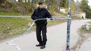 Polisen spärrar av området där den dödade 16-åringen hittades på onsdagen.